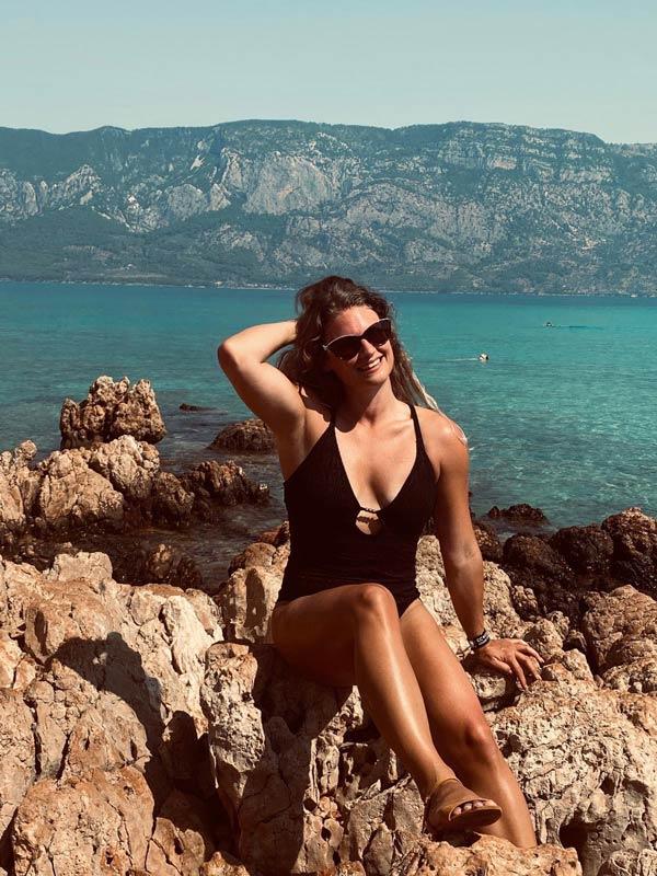Sarah Harrison VOSH Travels - Travel blogger abroad